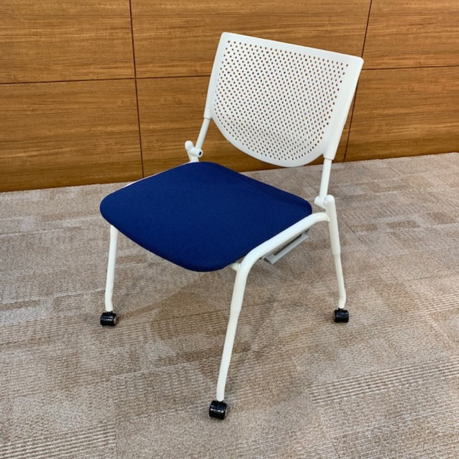 多目的室椅子