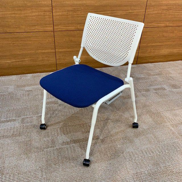 10.多目的室椅子